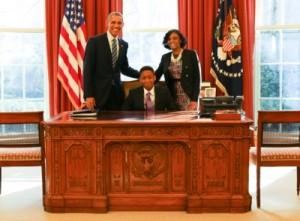 obama-meets-hony-student-principal_400x295_67